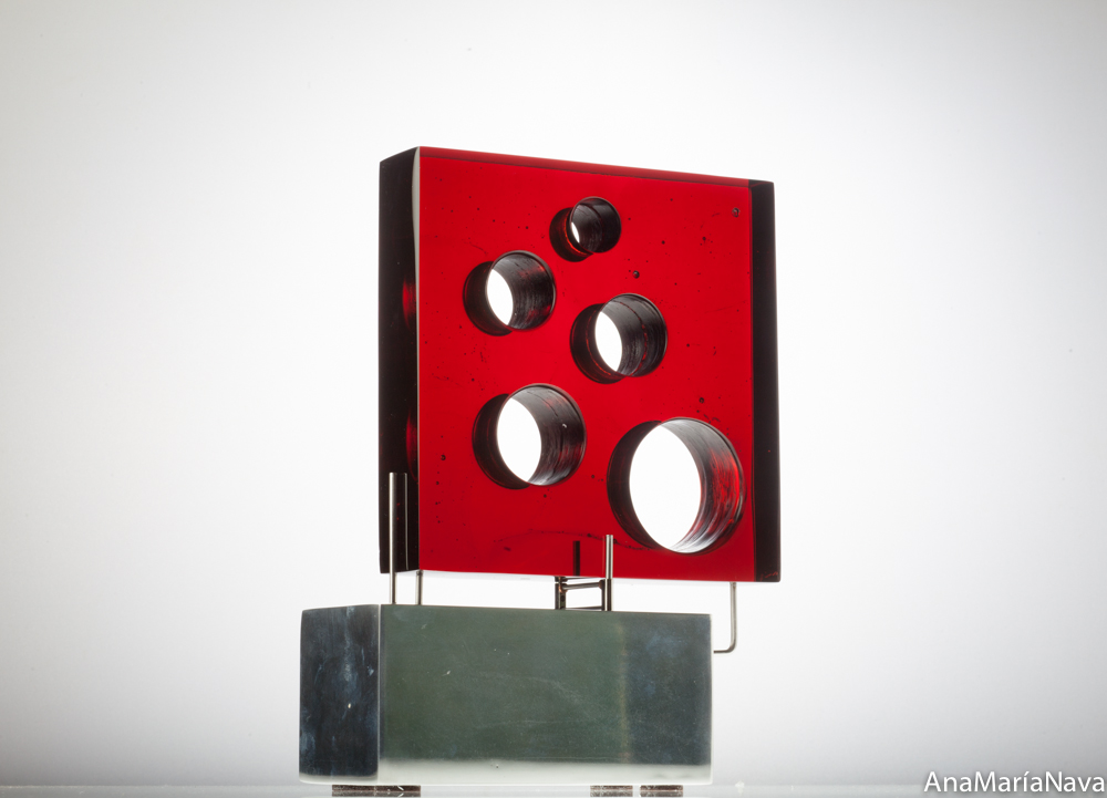 Rosso red with round holes 28x28x8 cm 1179
